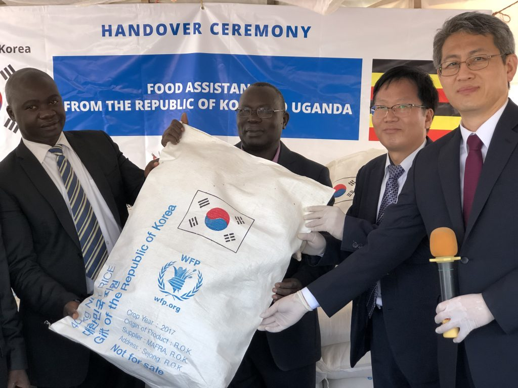 Republic of Korea Provides rice and Funds for Refugees and Ugandans Threatened by Locusts