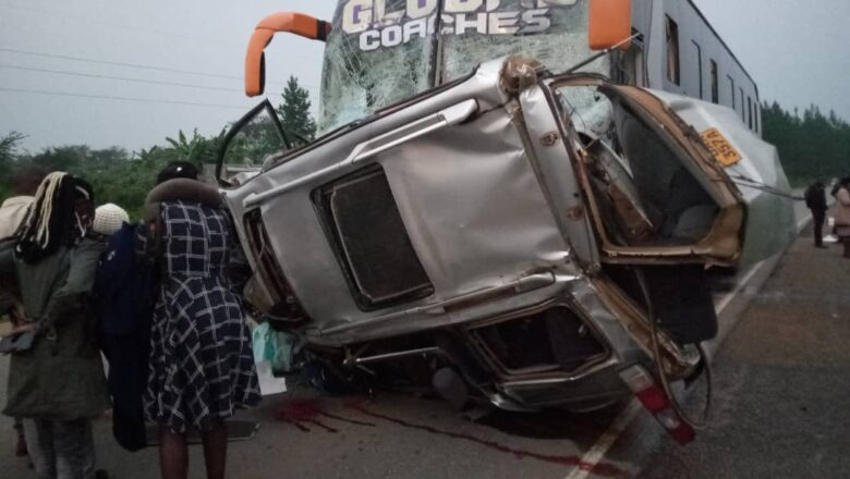 Nasty road accident as two dies on spot many injured due to An over Speeding Noah clash & Hit with Global.